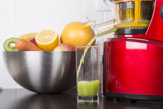 Are Juicers and Blenders the Same? A Detailed Comparison