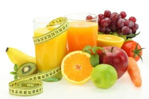 Fruits and glasses of juice to lose weight